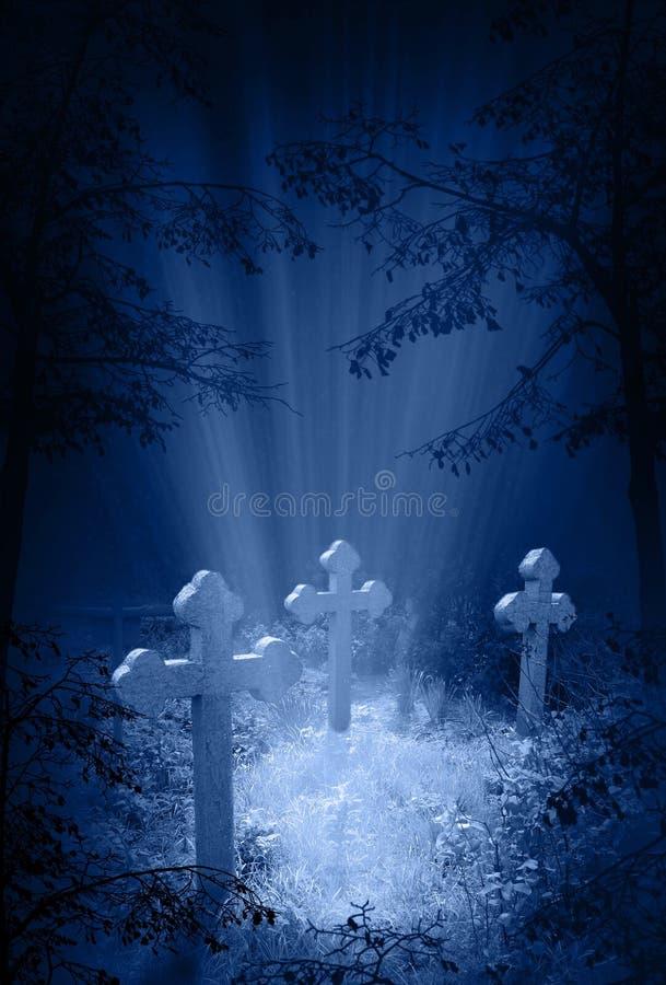 De gloed van de mysticus in de begraafplaats royalty-vrije stock foto's