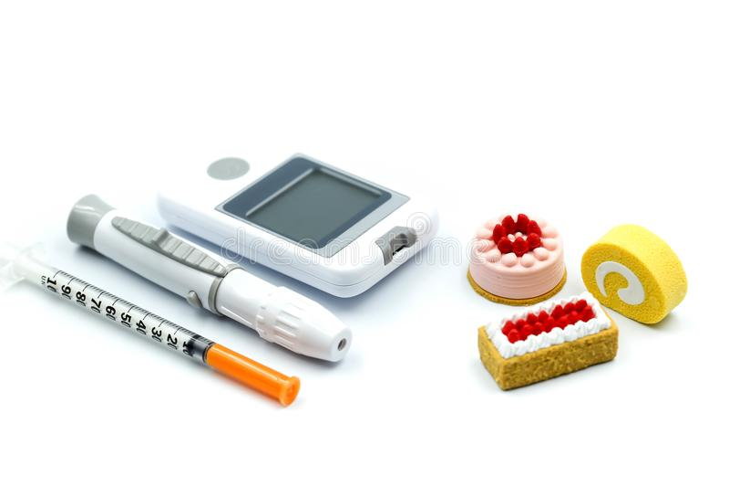 De glucosetest van het diabetesbloed met zoete desserts, Gezondheidszorgconce royalty-vrije stock afbeeldingen