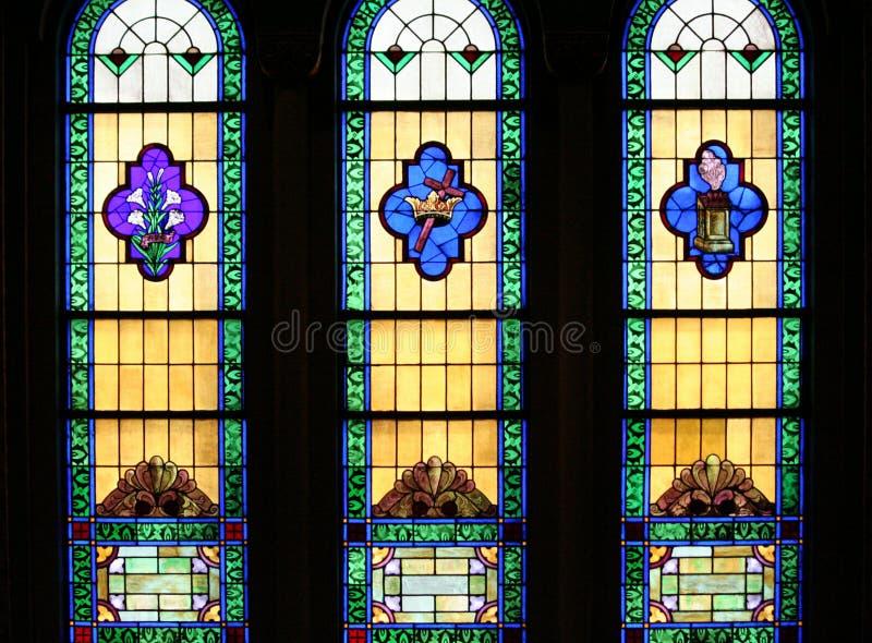 Download De Godsdienstige Vensters Van Het Gebrandschilderd Glas Stock Afbeelding - Afbeelding bestaande uit godsdienstig, kleur: 29511587