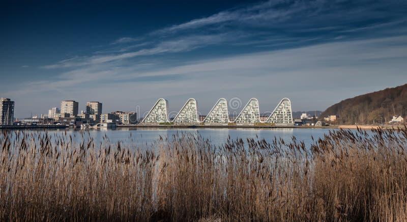 De Golf apartmens door de fjord in Vejle, Denemarken stock foto's