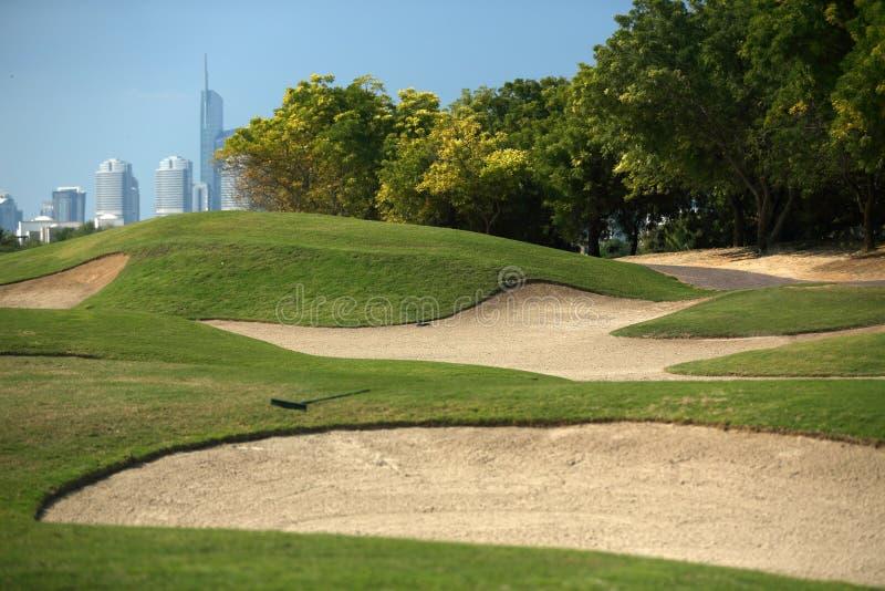 De golfcursus in Doubai stock afbeeldingen