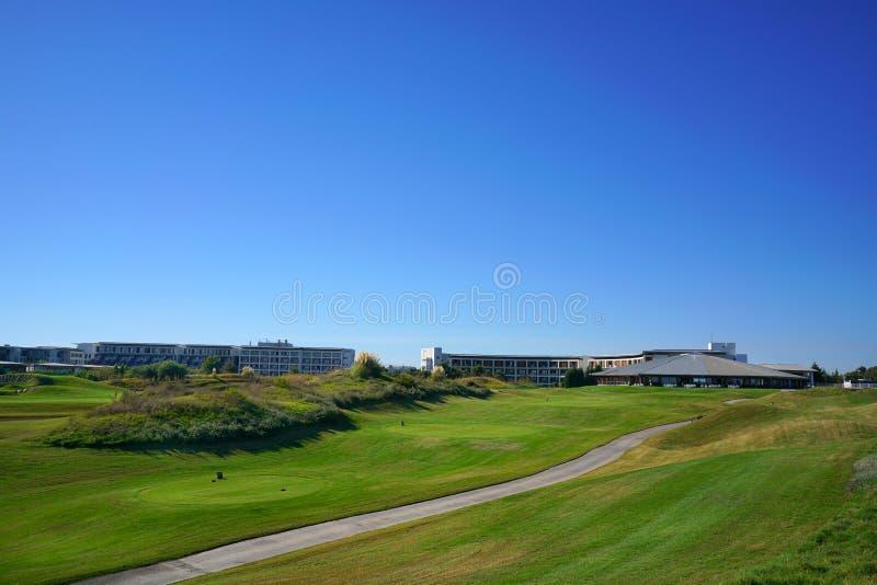 De golfspelers genieten Likya-van de cursus van het Verbindingengolf bij zonnige dag in Antalya royalty-vrije stock foto's