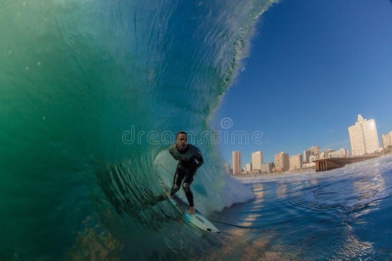 De Golven van de Uitdaging van Durban Surfer van de Stad van de branding