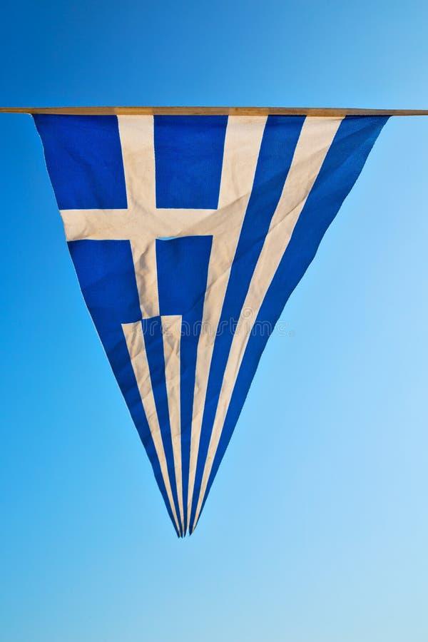de golvende vlag van Griekenland in vlaggestok royalty-vrije stock afbeelding