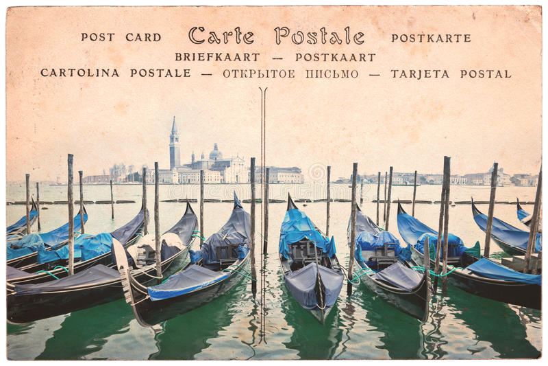De gondels van Venetië, Italië, collage op uitstekende sepia prentbriefkaarachtergrond, woordprentbriefkaar in verscheidene talen royalty-vrije stock foto's