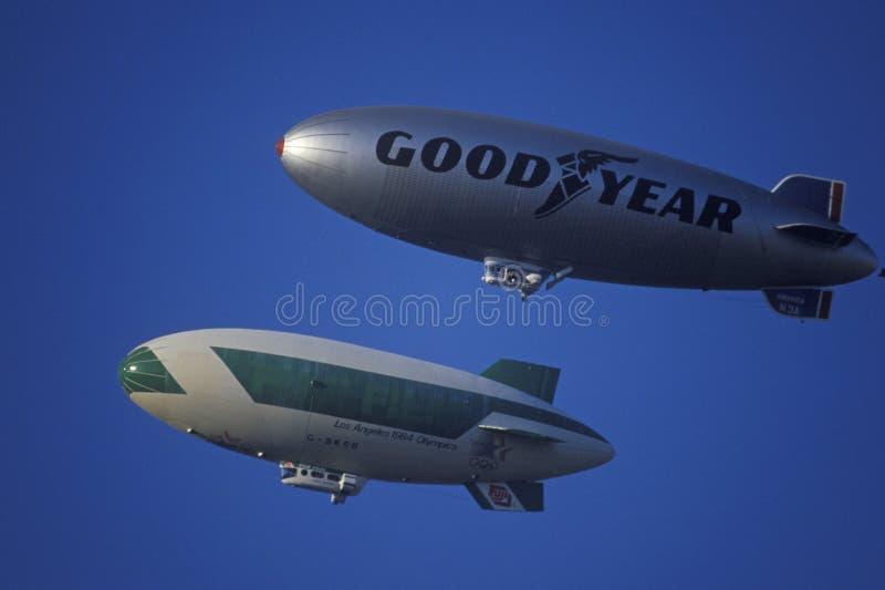 De Goodyear-Blimp over Los Angeles stock fotografie