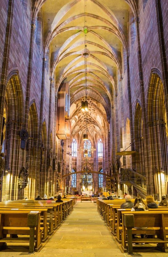 De gotische binnenlandse kerk Nuremberg Duitsland van kerkstlawrence stock fotografie