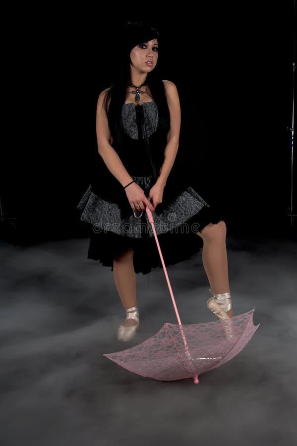 De gotische Danser van de Parasol stock afbeeldingen