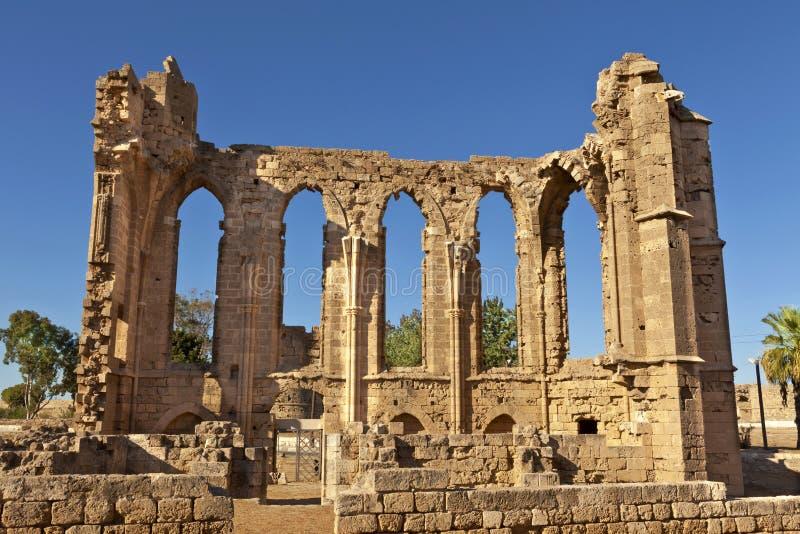 De Gotische ruïnes van de Kerk van St John in Famagusta (Gazimagusa) in Cyprus. stock afbeelding