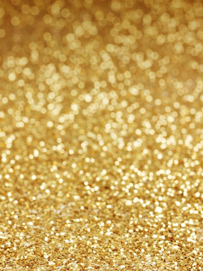 De gouden achtergrond van defocused abstracte lichten royalty-vrije stock afbeeldingen