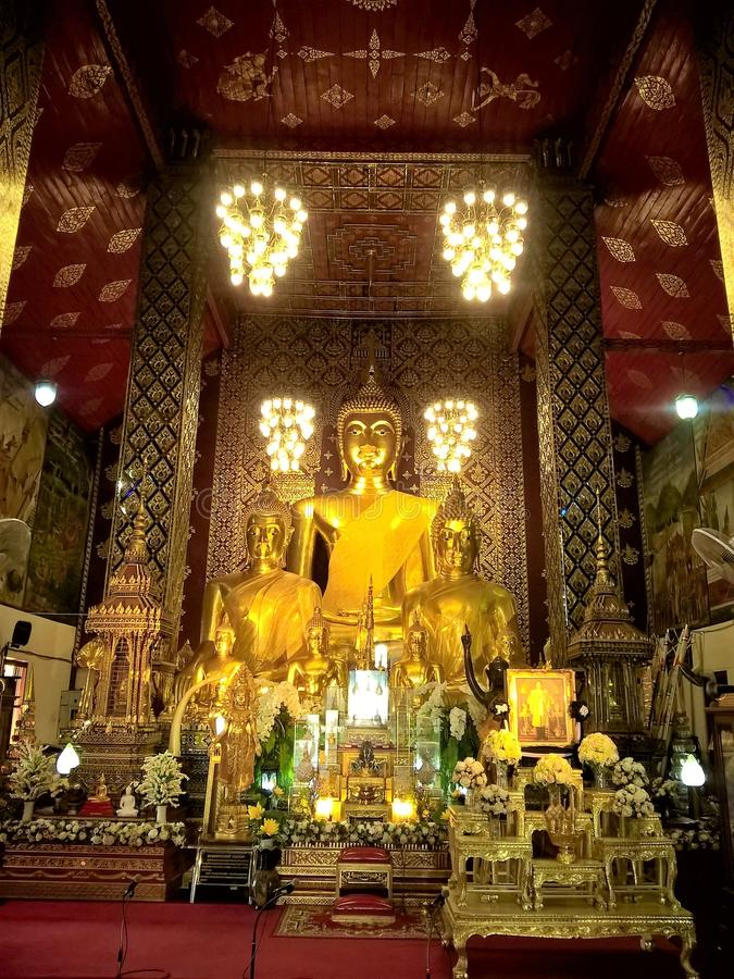 De gouden Beelden van Boedha in Thailand royalty-vrije stock afbeelding