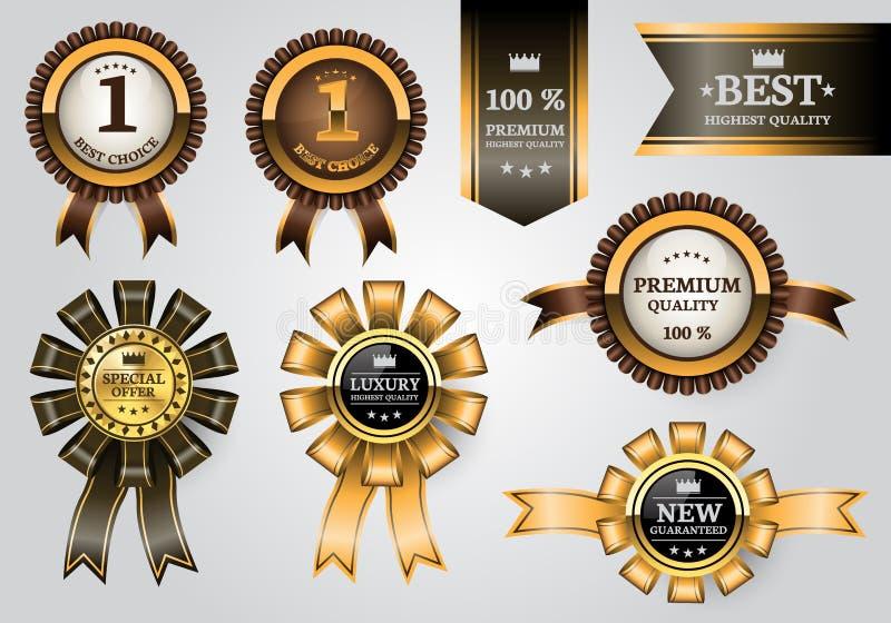 De gouden bruine van de de kwaliteitstoekenning van het etikettenlint vastgestelde inzameling op zachte grijze de luxevector van  stock illustratie