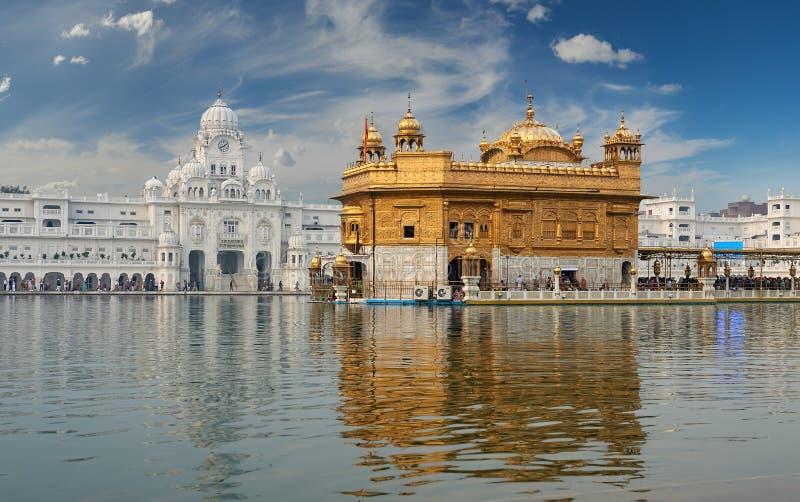 De Gouden die Tempel, in Amritsar, Punjab, India wordt gevestigd stock afbeeldingen