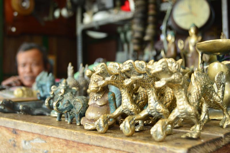 De gouden draak stock afbeeldingen