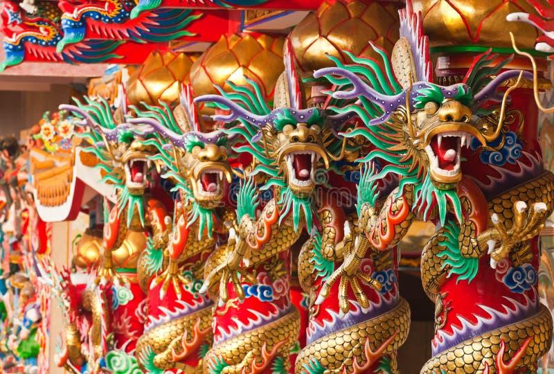 De gouden draken van de opstelling royalty-vrije stock fotografie