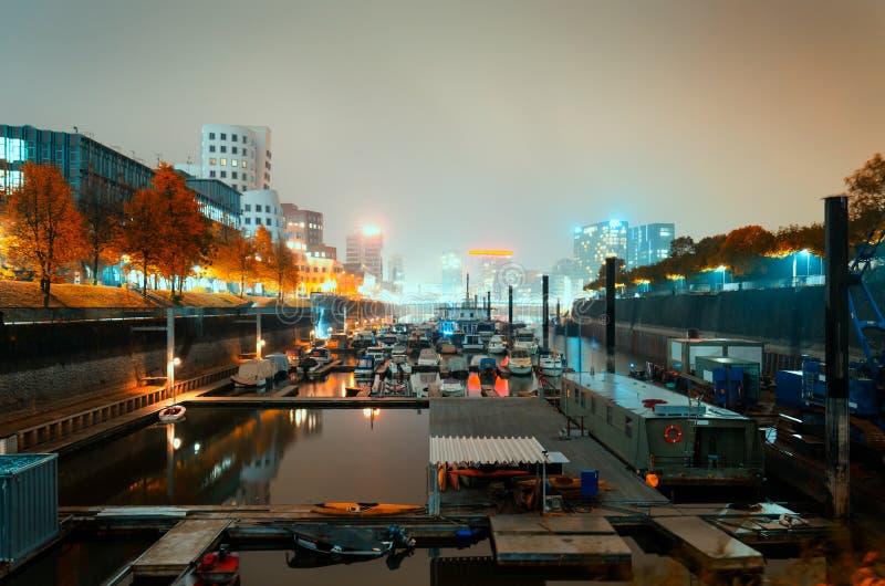 De gouden herfst in Dusseldorf royalty-vrije stock foto