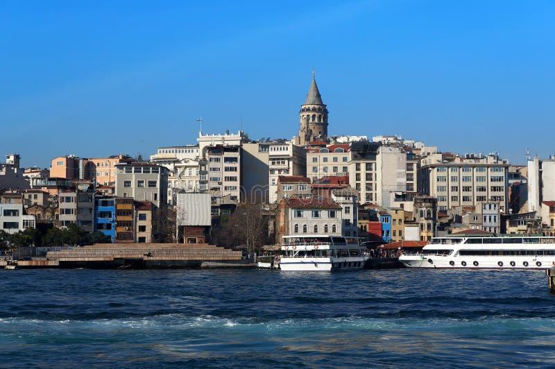 De de Gouden Hoorn en Galata-toren in Istanboel, Turkije royalty-vrije stock foto