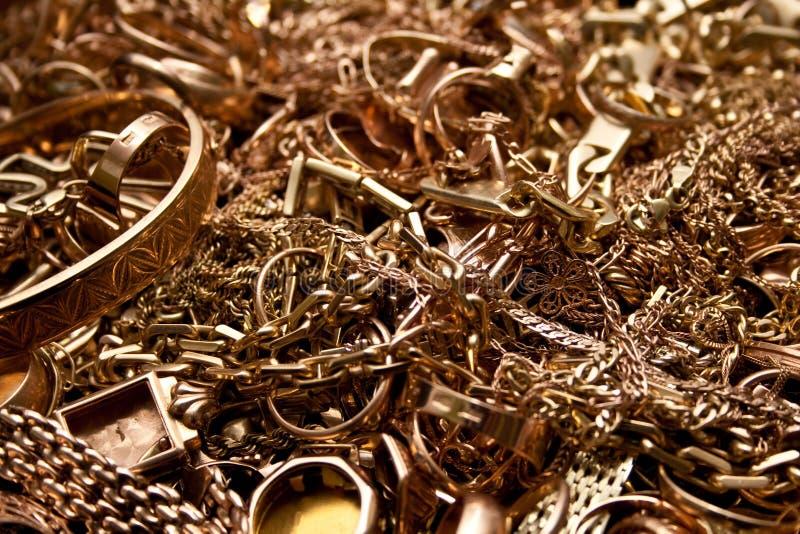 De gouden juwelen van het schroot stock foto's