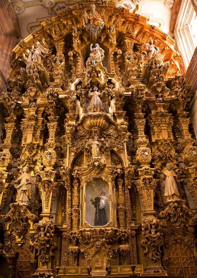 De gouden Kerk Guanajuato Mexico van Valencia van het Altaar stock foto's
