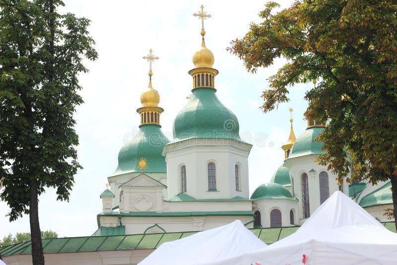 De gouden koepel van de kerk royalty-vrije stock afbeeldingen