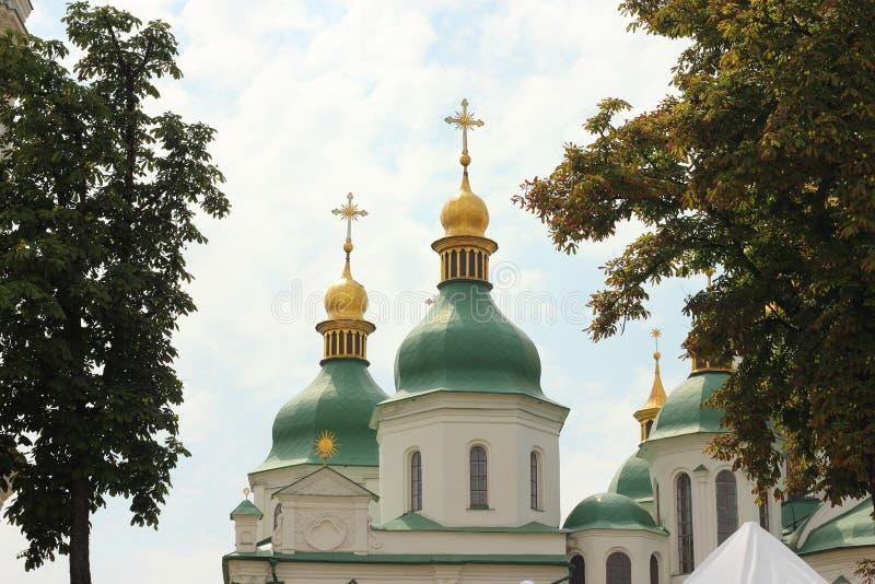 De gouden koepel van de kerk stock foto's