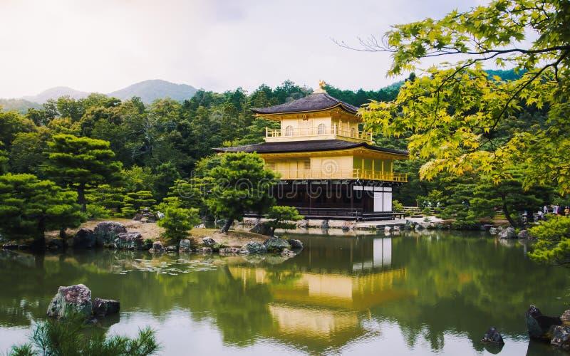 De gouden tempel van de Kinkakujitempel stock foto's