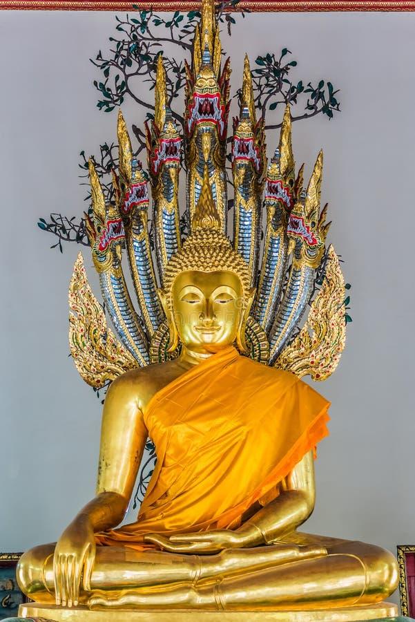 De gouden van het standbeeldwat pho van Boedha tempel Bangkok Thailand stock foto