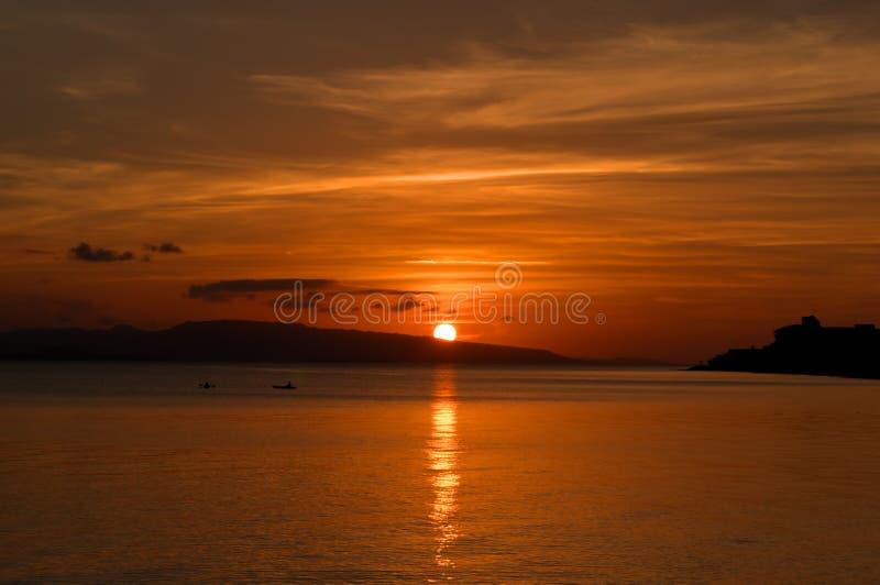 De gouden zonsondergang van Okinawa stock foto's