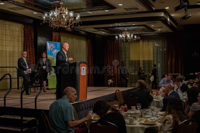 De gouverneur Edmund G van Californië Bruine Jr het spreken op 2016 SEJ Conferentie 7 stock afbeeldingen