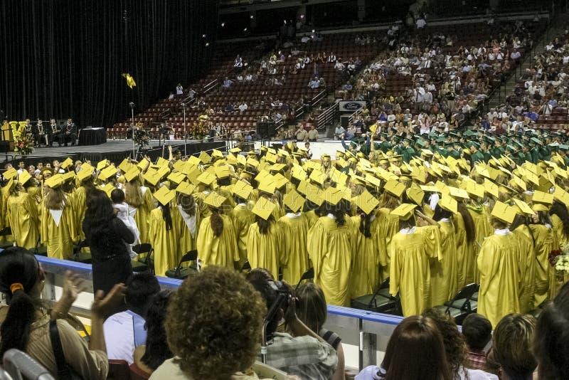 De graduatie van de Kearnsmiddelbare school hield op het Maverik-Centrum in de Stad van de het Westenvallei, Utah de V.S. in 2004 stock afbeeldingen