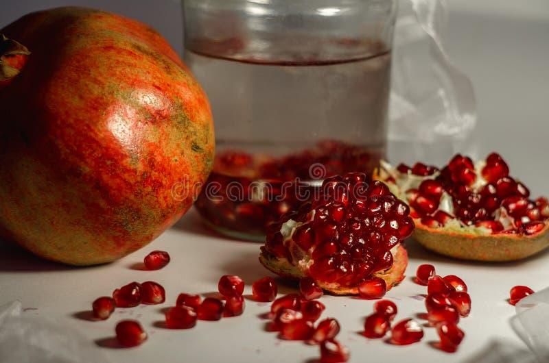 De granaat is het elixir van de jeugd, gezondheid en schoonheid stock foto