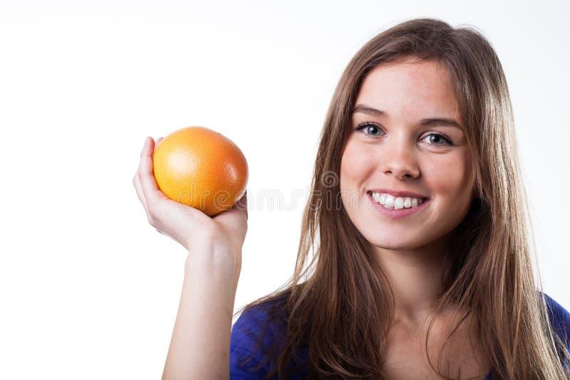Download De Grapefruit Van De Meisjesholding Stock Foto - Afbeelding bestaande uit actief, portret: 39105668