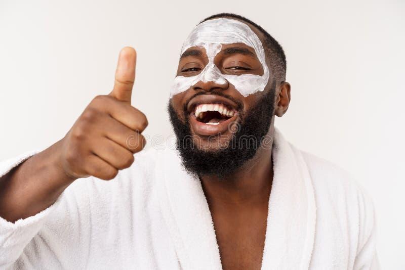 De grappige lachende mens met masker leidt gezonde levensstijl, die zich bij ochtendprocedures verheugen positieve emotie in de o stock afbeelding