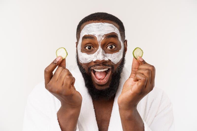De grappige lachende mens met masker leidt gezonde levensstijl, die zich bij ochtendprocedures verheugen positieve emotie in de o stock afbeeldingen