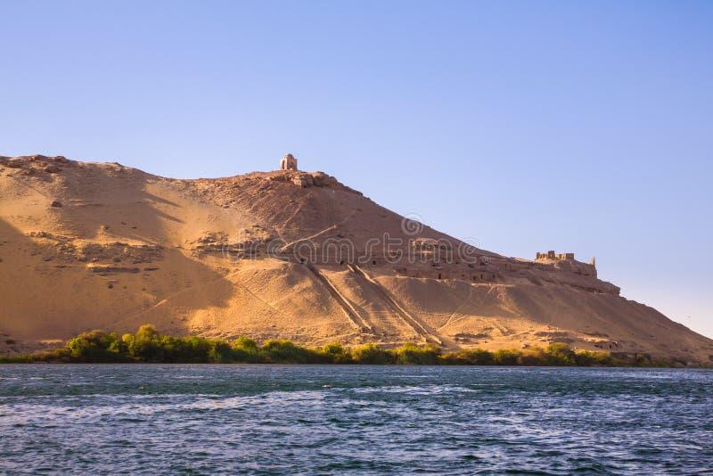 De Graven van Nobles op Cisjordanië van de Nijl dichtbij Aswan royalty-vrije stock foto's