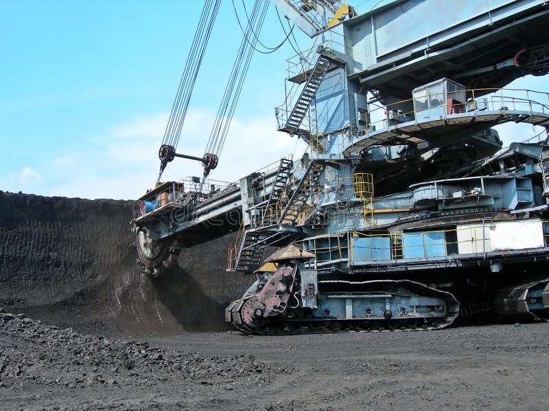 De graver van de steenkool in actie stock foto's