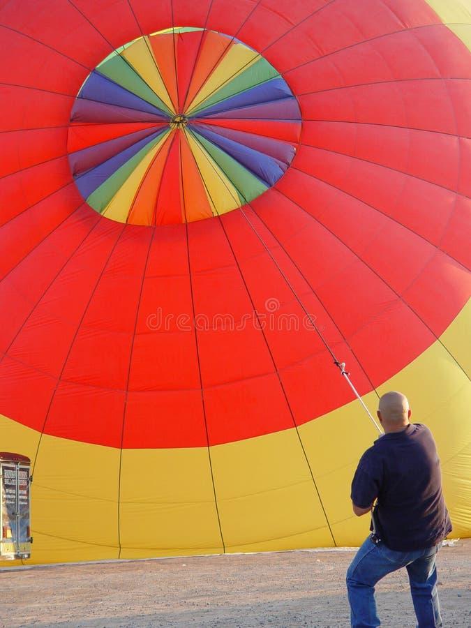Download De Greep van de ballon stock afbeelding. Afbeelding bestaande uit mannetje - 281657