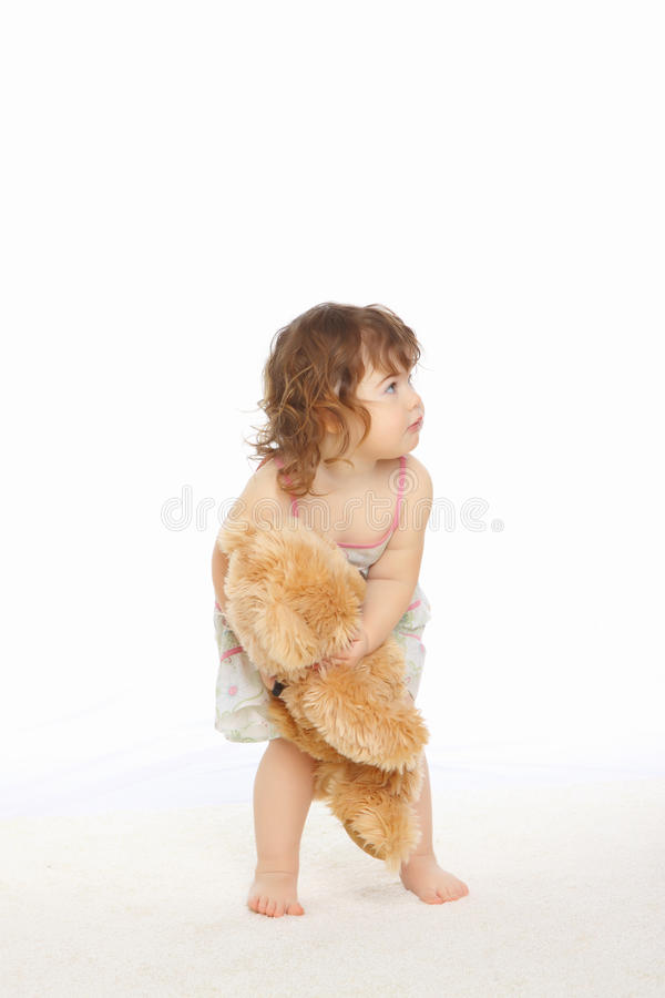 De greep van het meisje haar teddybeer royalty-vrije stock fotografie
