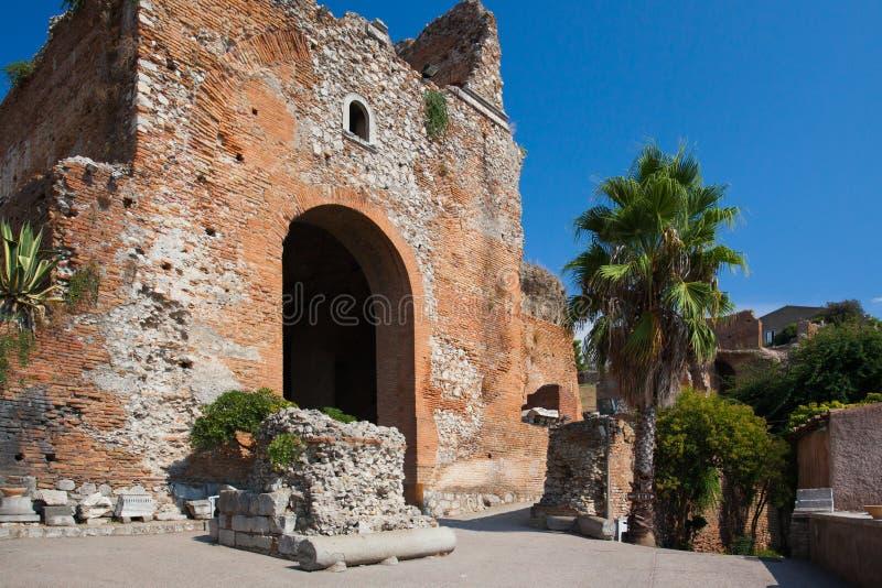 De Griekse ingang van het stijltheater in Sicilië royalty-vrije stock afbeeldingen