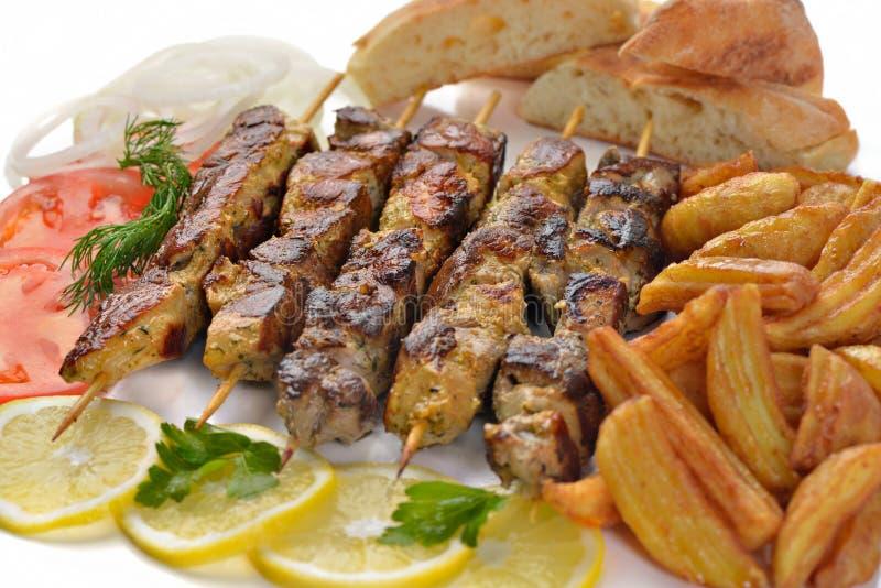 De Griekse ongezonde kost van de het vleessandwich van het souvlakivarkensvlees stock afbeeldingen