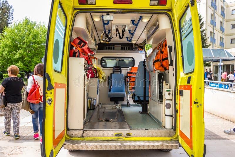 De Griekse ziekenwagen van de Nationale Alarmcentrale (EKAB) parkeerde a royalty-vrije stock afbeeldingen