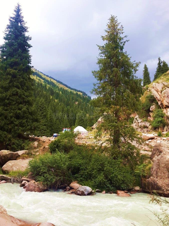 De Grigoriev-kloof, de vallei van de rivier chon-Aksu kyrgyzstan royalty-vrije stock afbeelding