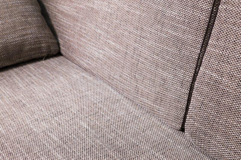De grijs-beige bank van het close-upelement met donkere hoofdkussens Premie nieuw meubilair royalty-vrije stock foto's
