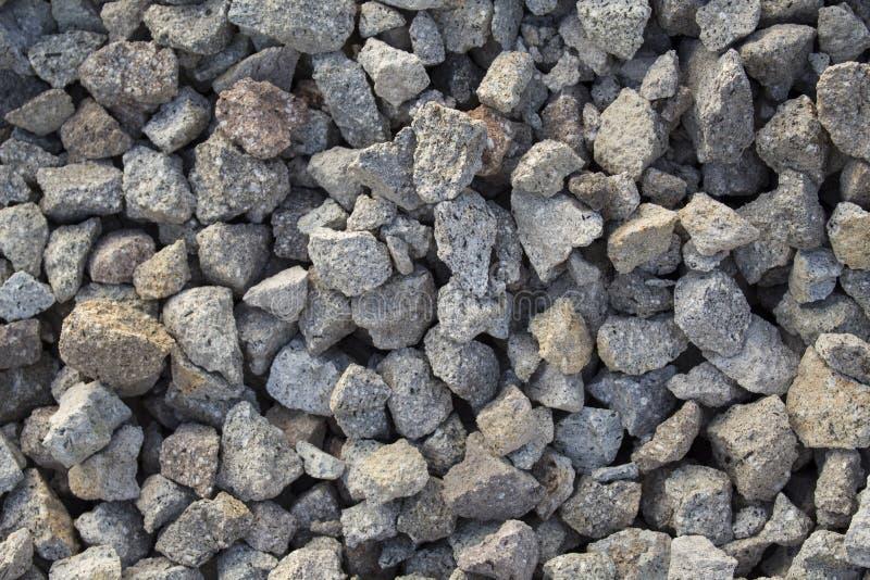De grijze foto van de grintclose-up voor achtergrond Scherpe grijze stenen in stapel voor bouw royalty-vrije stock foto