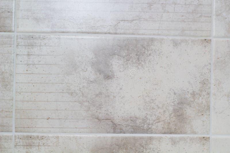 De grijze tegels in de keuken sluiten omhoog stock afbeelding