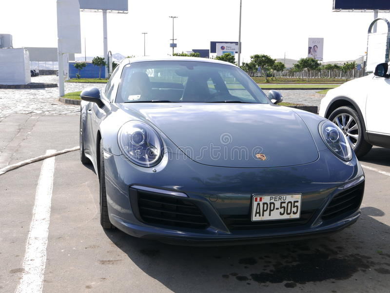 De grijze voorwaarde Porsche 911 Carrera 4, Lima van de kleurenmunt royalty-vrije stock afbeelding