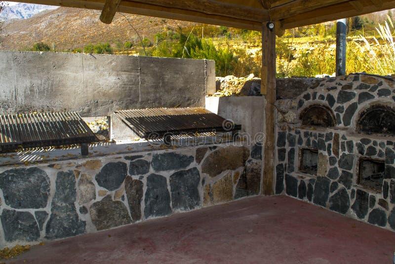 De grill in openlucht stock afbeeldingen