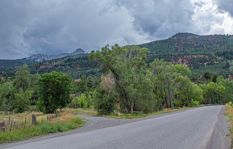 De grintweg reiste minder vóór het Onweer, Portland, Colorado royalty-vrije stock foto