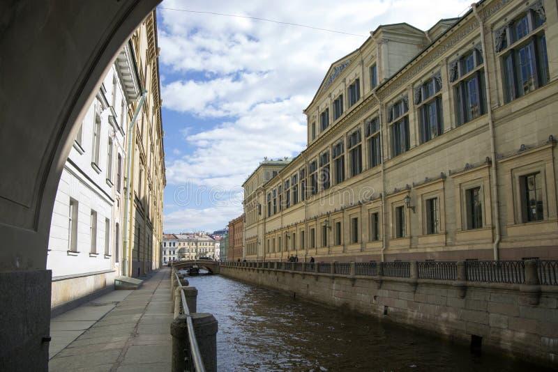 De groef van de kanaalwinter in St. Petersburg stock afbeelding