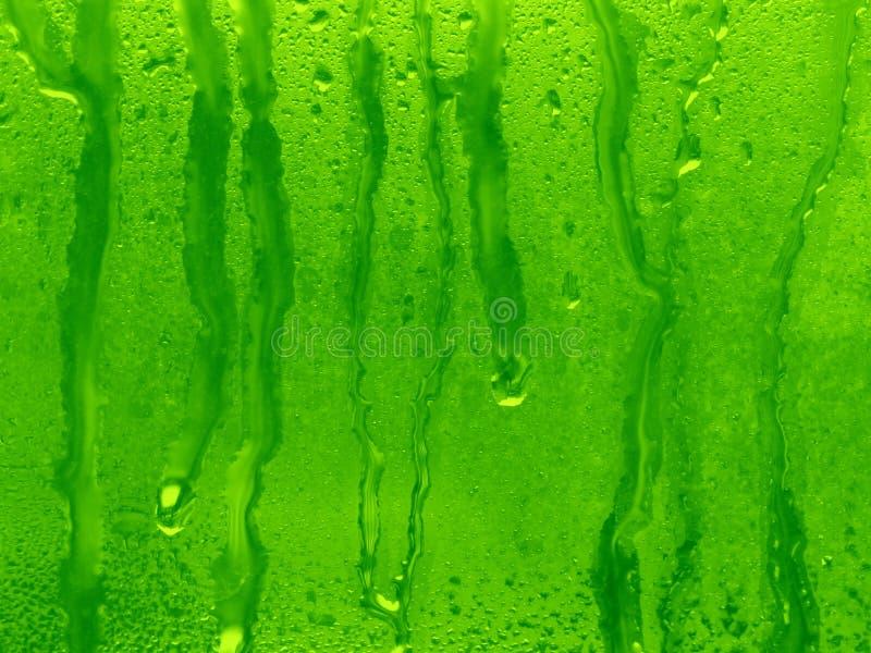 De groene achtergrond van waterdalingen royalty-vrije stock afbeeldingen